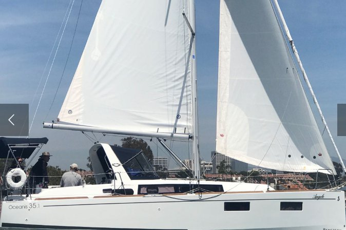 Discover Newport Beach surroundings on this Oceanis Beneteau boat