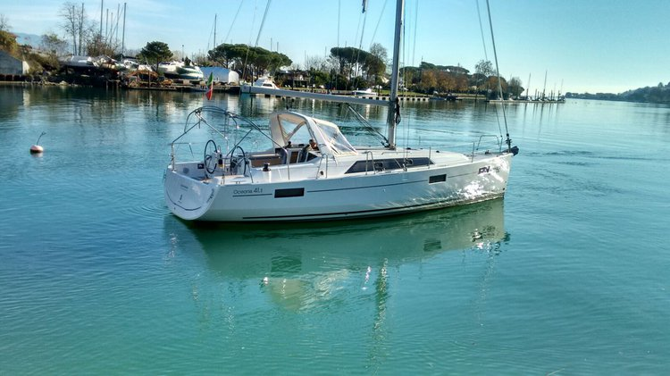 Discover Bocca di Magra in style boating on this sailboat rental