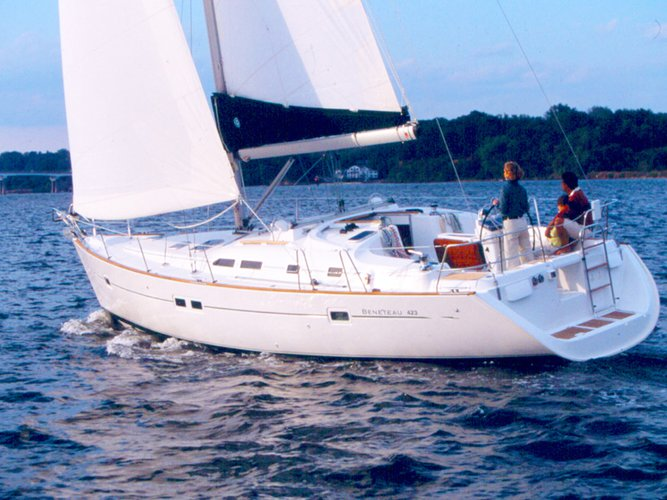 Enjoy luxury and comfort on this Beneteau Oceanis Clipper 423 in Rome