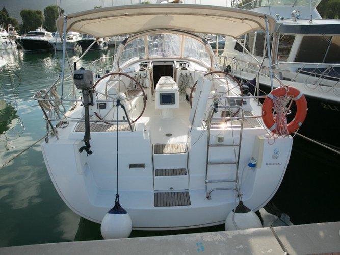 Jump aboard this beautiful Beneteau Oceanis 43