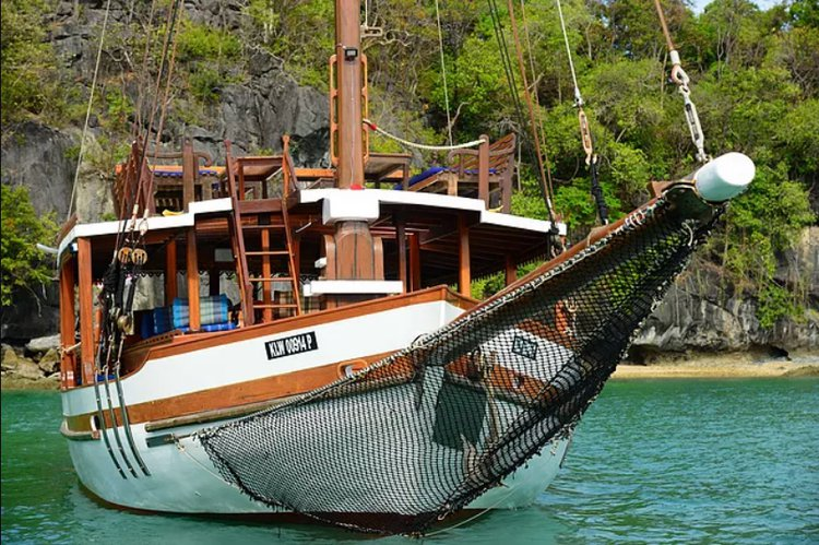 Discover Malaysia in style boating on this sail boat rental