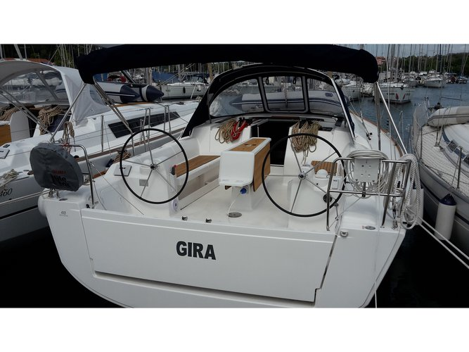 This sailboat charter is perfect to enjoy Medulin