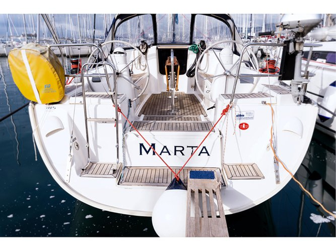 Get on the water and enjoy Kaštel Gomilica in style on our Dufour Yachts Dufour 385 Grand Large