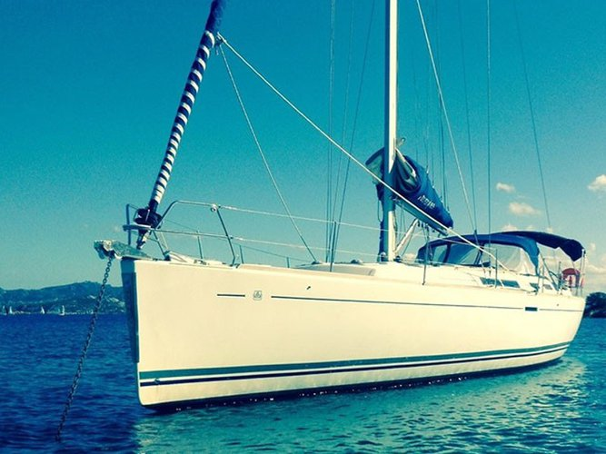 Enjoy luxury and comfort on this Dufour Yachts Dufour 455 GL in Ragusa