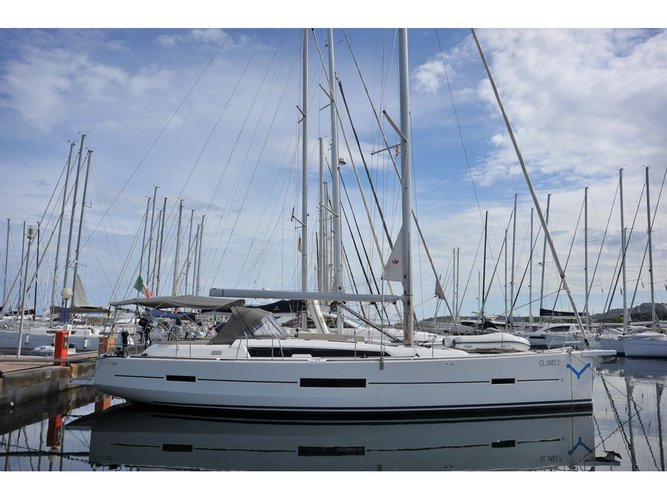 Enjoy luxury and comfort on this Dufour Yachts Dufour 520 GL in Portisco