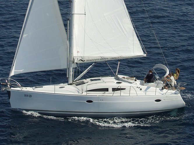 Get on the water and enjoy Kröslin in style on our Elan Elan 384 Impression