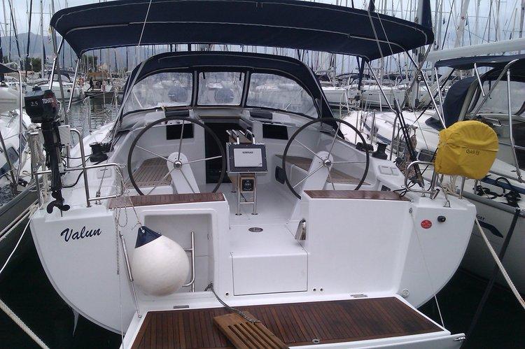 Charter this amazing Hanse Yachts Hanse 415 in Medulin, HR