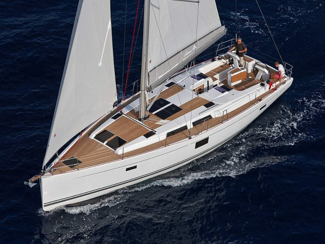 This sailboat charter is perfect to enjoy Stockholm