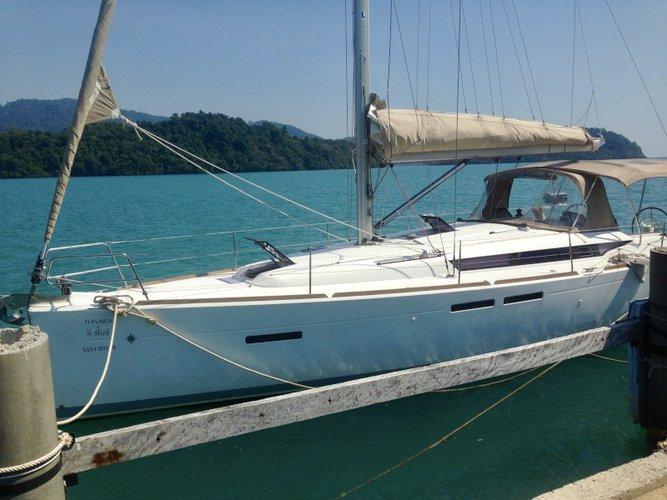 Enjoy luxury and comfort on this Koh Samui sailboat charter