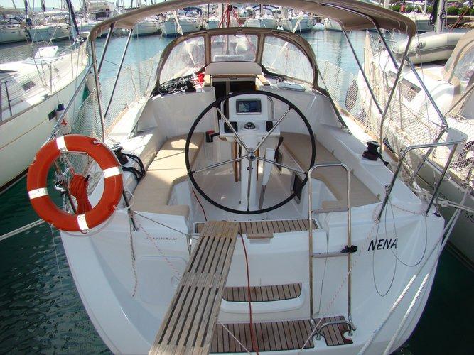 Beautiful Jeanneau Sun Odyssey 33i ideal for sailing and fun in the sun!