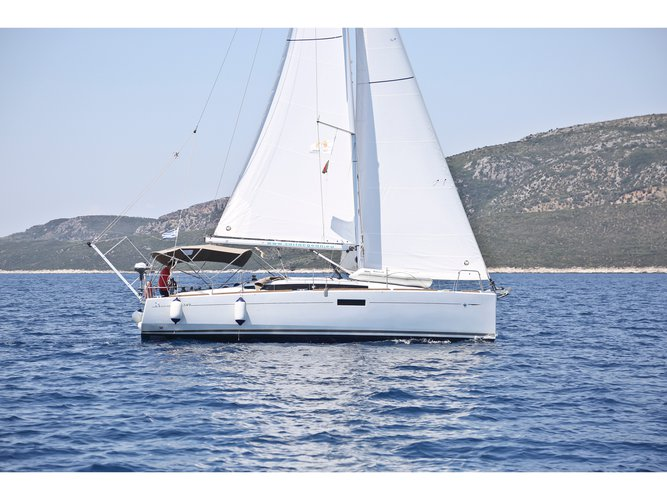 Enjoy luxury and comfort on this Jeanneau Sun Odyssey 349 in Volos