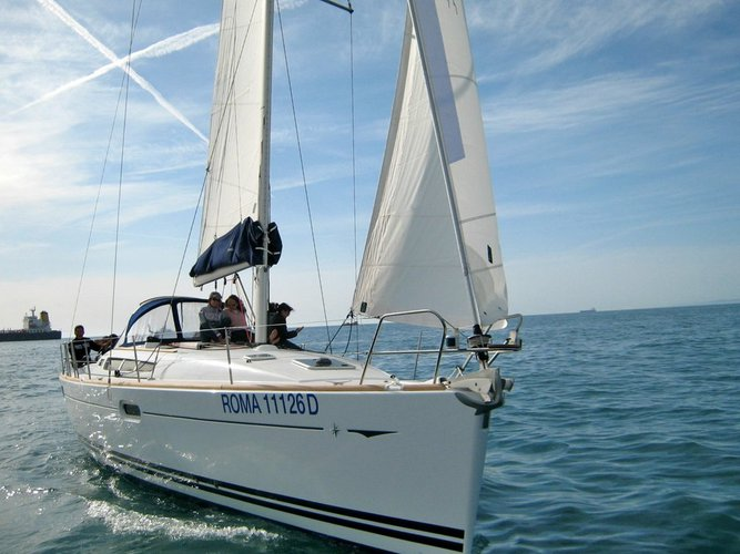 Take this Jeanneau Sun Odyssey 42i for a spin!