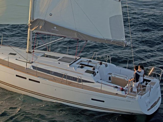 Get on the water and enjoy Zeebrugge in style on our Jeanneau Sun Odyssey 439