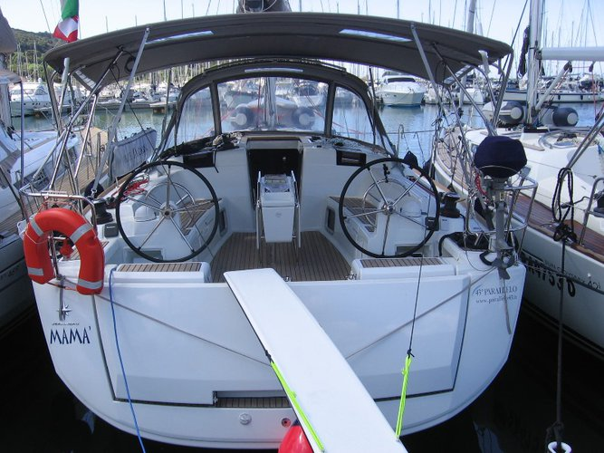 Take this Jeanneau Sun Odyssey 449 for a spin!