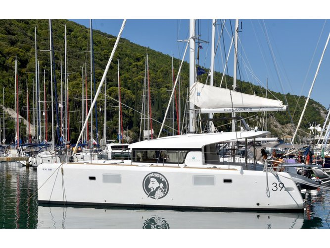 This sailboat charter is perfect to enjoy Dubrovnik