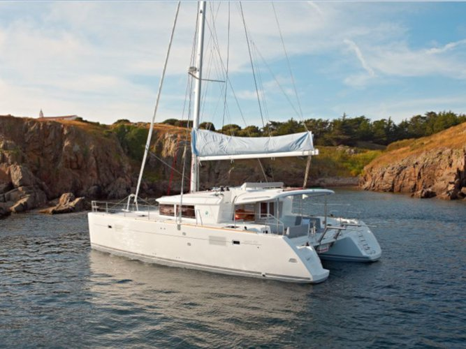 All you need to do is relax and have fun aboard the Lagoon Lagoon 450  Flybridge
