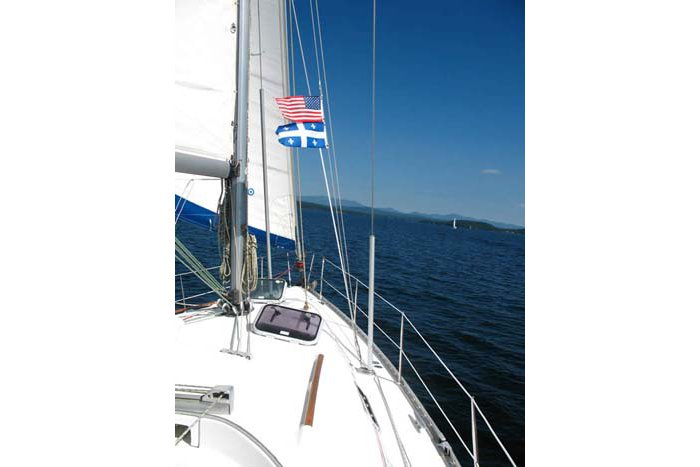Discover Plattsburgh surroundings on this 381 Oceanis boat