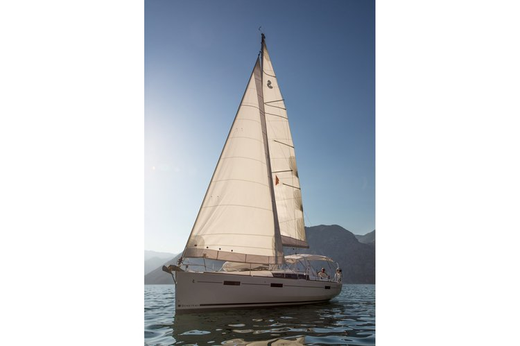 This 41.0' Beneteau cand take up to 6 passengers around Tivat