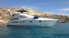 Sail the fascinating India on a superb motor boat for rent