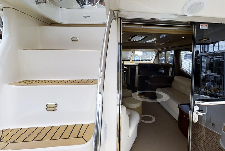 Discover Gerritsen Beach surroundings on this Fly Bridge 56 FT LOA  Sea Ray boat