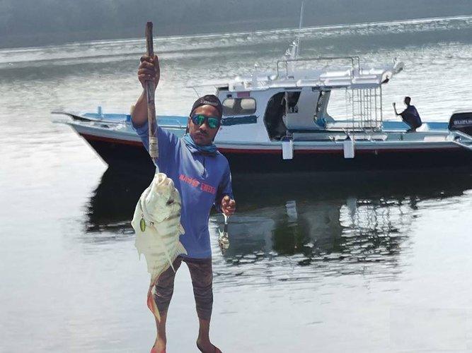Discover Kuala Rompinin style boating on thisl motor boat rental