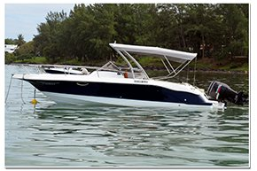 Charter this amazing motor boat in Bel Ombre