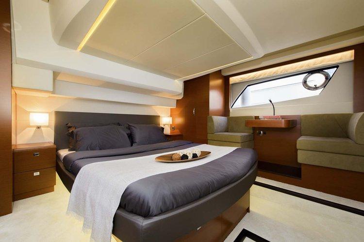 Discover Phuket surroundings on this 500 Prestige boat