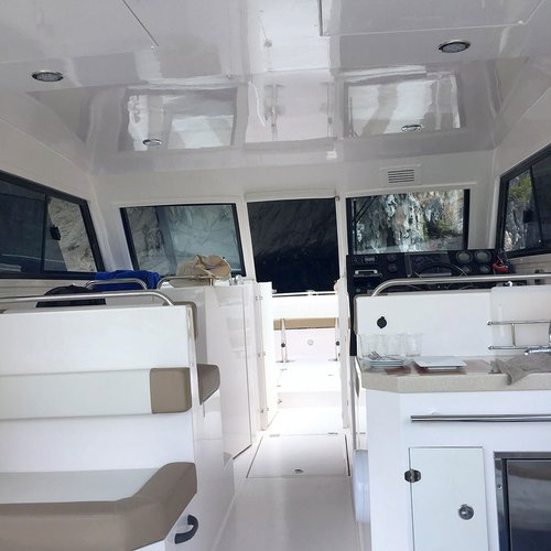 Discover Phuket surroundings on this 36HT Silvercraft boat
