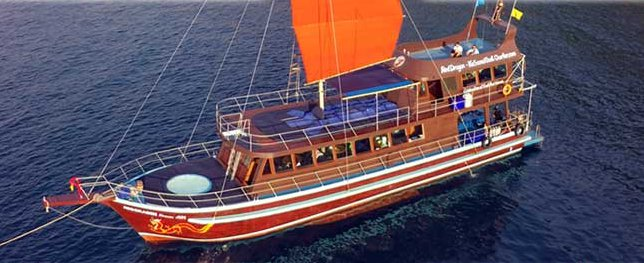 Discover Koh Samui in style sailing on this sail boat rental