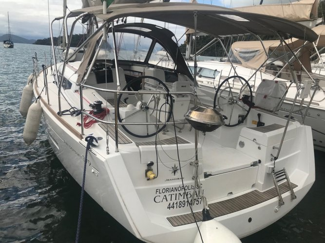 The perfect boat charter to enjoy BR in style