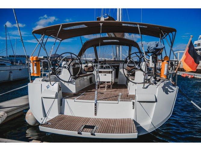 Beautiful Jeanneau Sun Odyssey 519 ideal for sailing and fun in the sun!