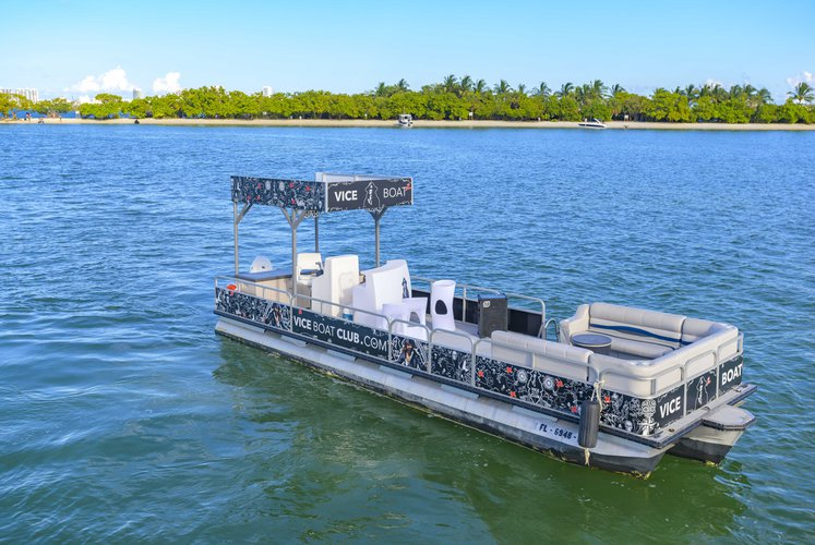 Discover Miami surroundings on this FUN BAR BOAT PARTY BOAT AVALON boat