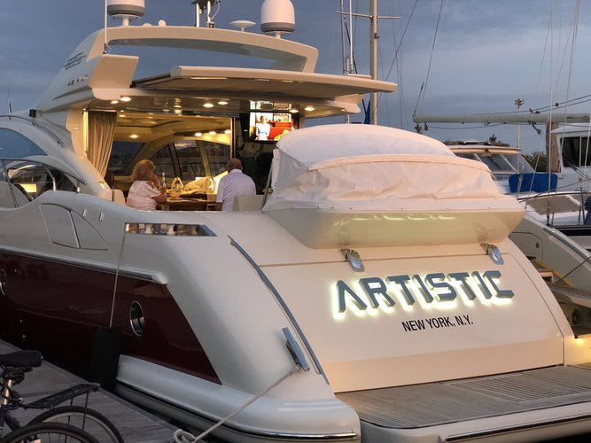 Discover NYC surroundings on this S68 Azimut boat