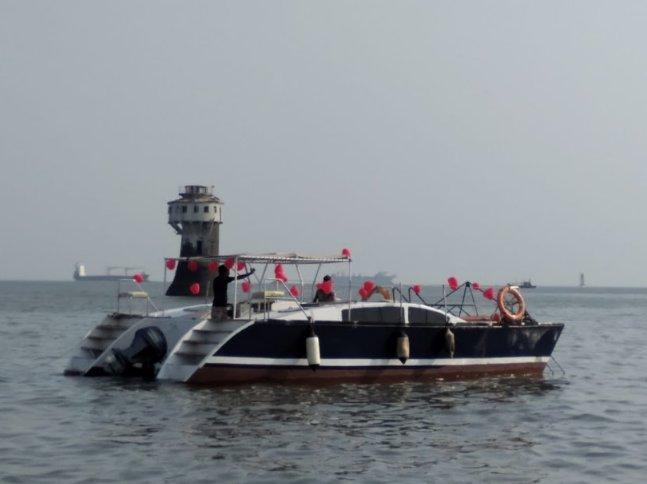 Go on a great nautical adventure on this elegant catamaran