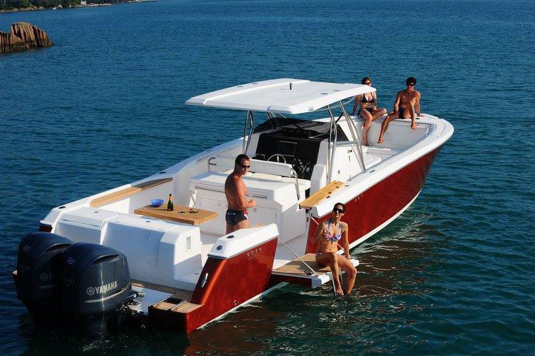 This motor boat rental is perfect to enjoy  Phuket