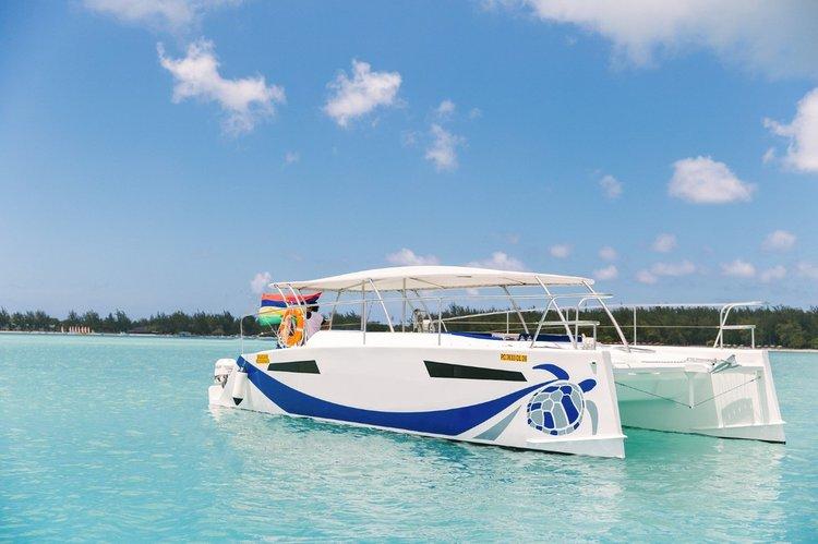 Enjoy luxury and comfort on this Mauritius catamaran rental.