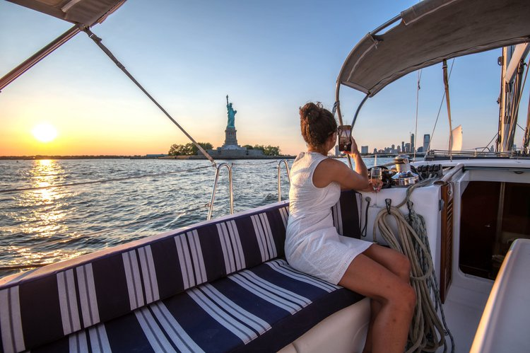 This 40.0' Beneteau cand take up to 6 passengers around New York