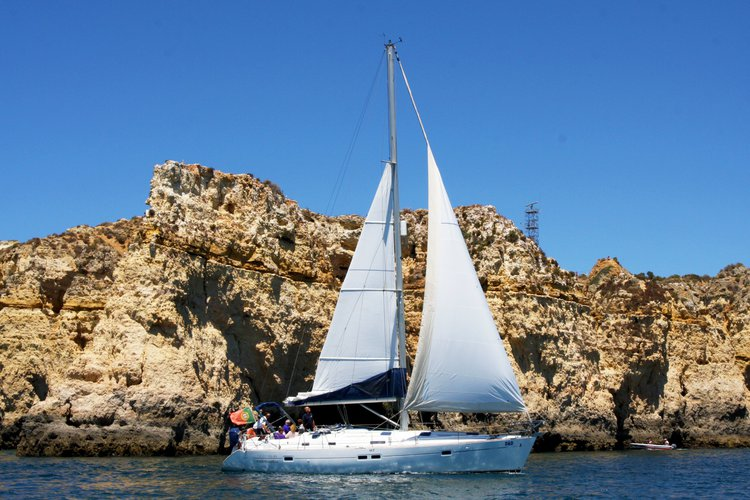 Discover Lagos surroundings on this Oceanis Beneteau boat