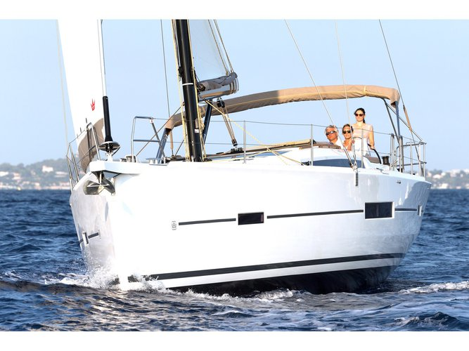 Charter this amazing Dufour Yachts Dufour 520 GL in Mykonos, GR