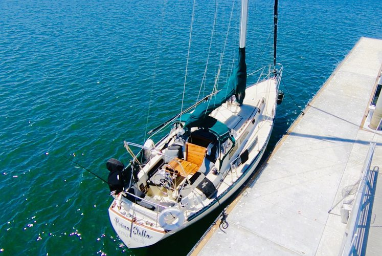This 36.9' ISLANDER cand take up to 6 passengers around Marina Del Rey