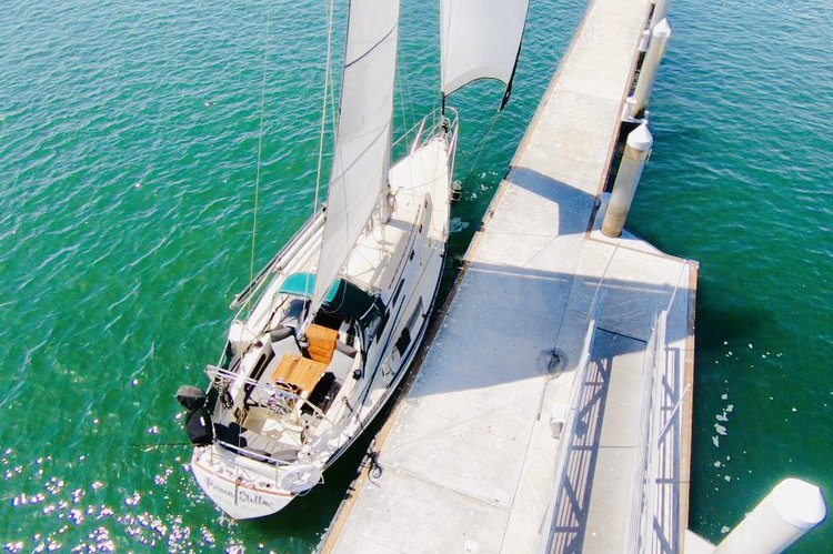 Discover Marina Del Rey surroundings on this 36.9 ISLANDER boat