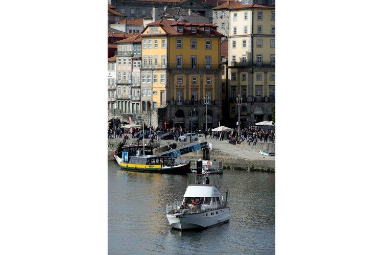 Motor yacht boat for rent in Porto