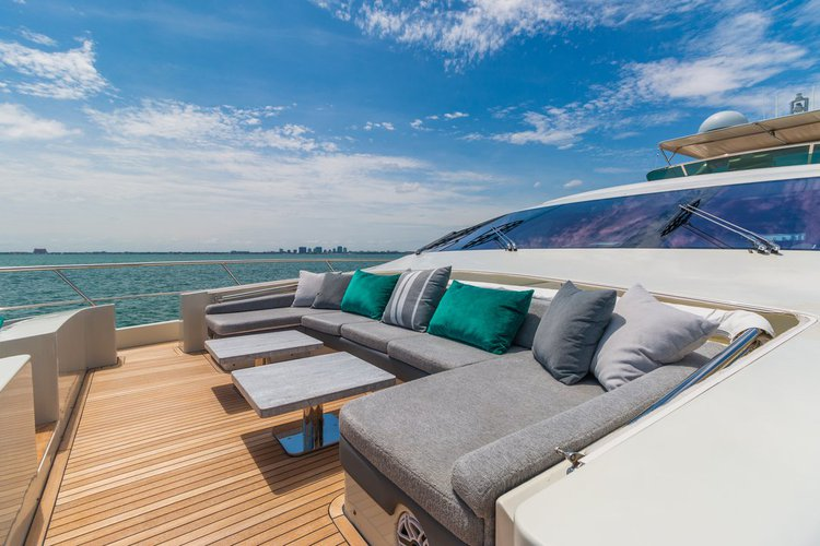 Azimut boat for rent in MIAMI