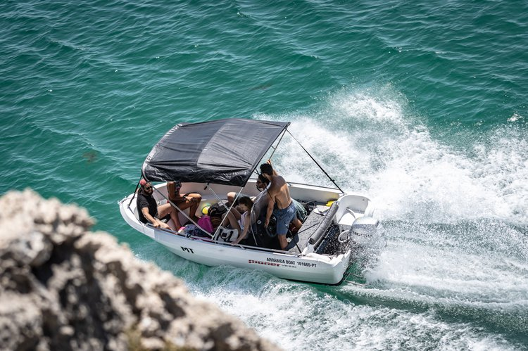Discover Sesimbra surroundings on this Viking Pioner Maxi boat