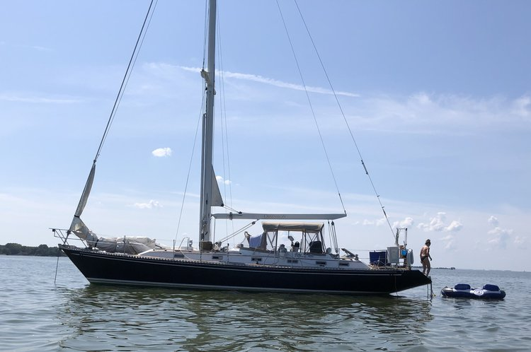 Discover North beach surroundings on this 46 Hylas boat