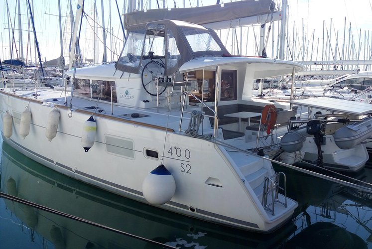 Set sail around the Greek Islands on this Lagoon 400 S2