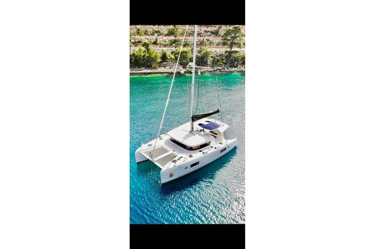This 42.0' Lagoon cand take up to 6 passengers around Split region