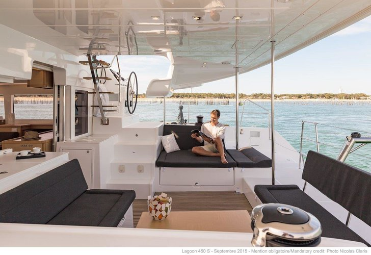 Up to 10 persons can enjoy a ride on this Lagoon-Beneteau boat