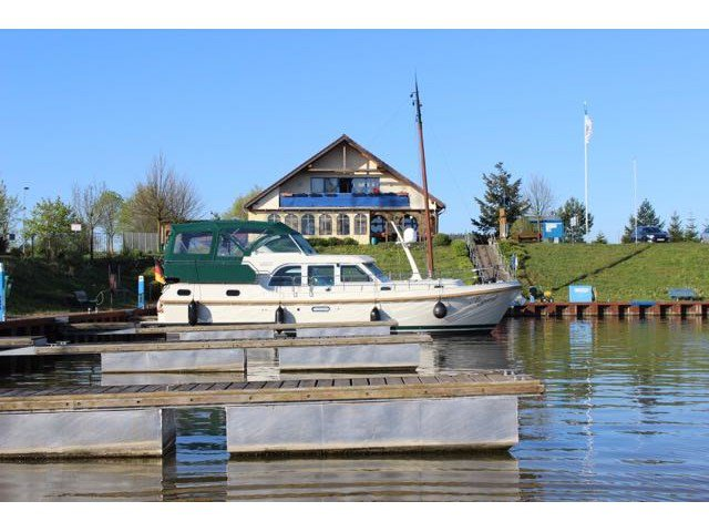 Cruise Werder (Havel), DE waters on a beautiful Linssen Linssen GS 40.9 AC