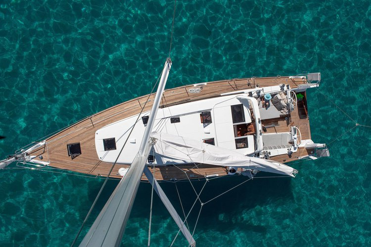 Explore Lefkas aboard this comfortable yacht!